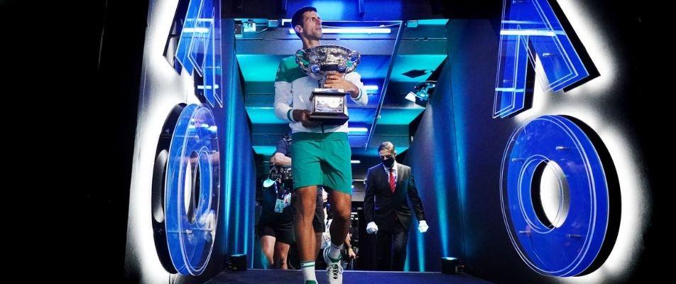 đoković s trofejem australian opena